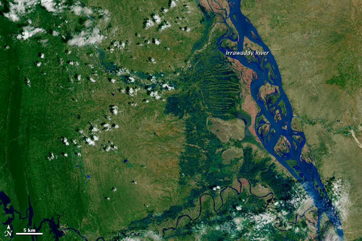 Downstream Irrawaddy River on Aug 29, 2013